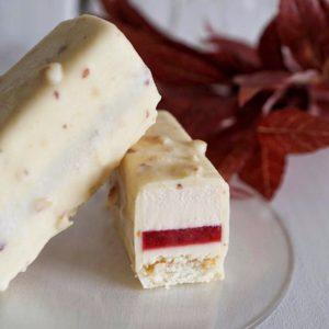 Пирожное клубника-базилик